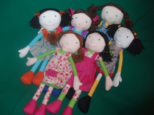 Várias bonecas juntas